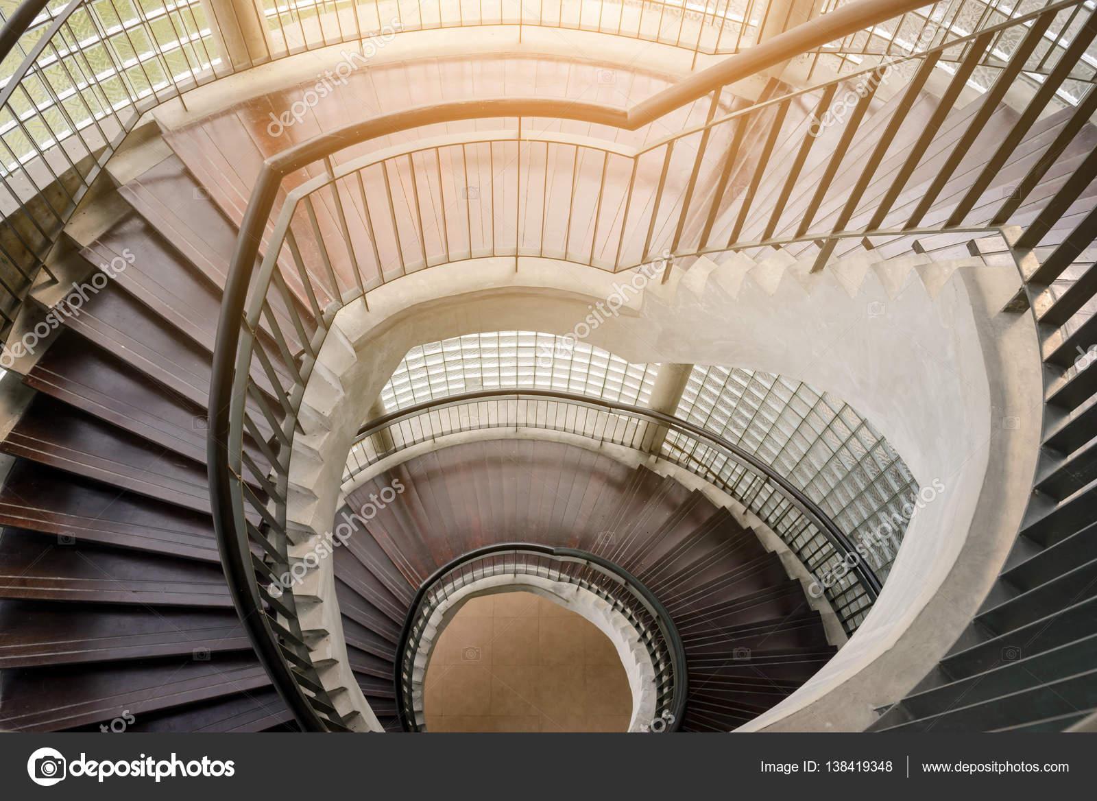 Houten wenteltrap circulaire trap interieur decoratie