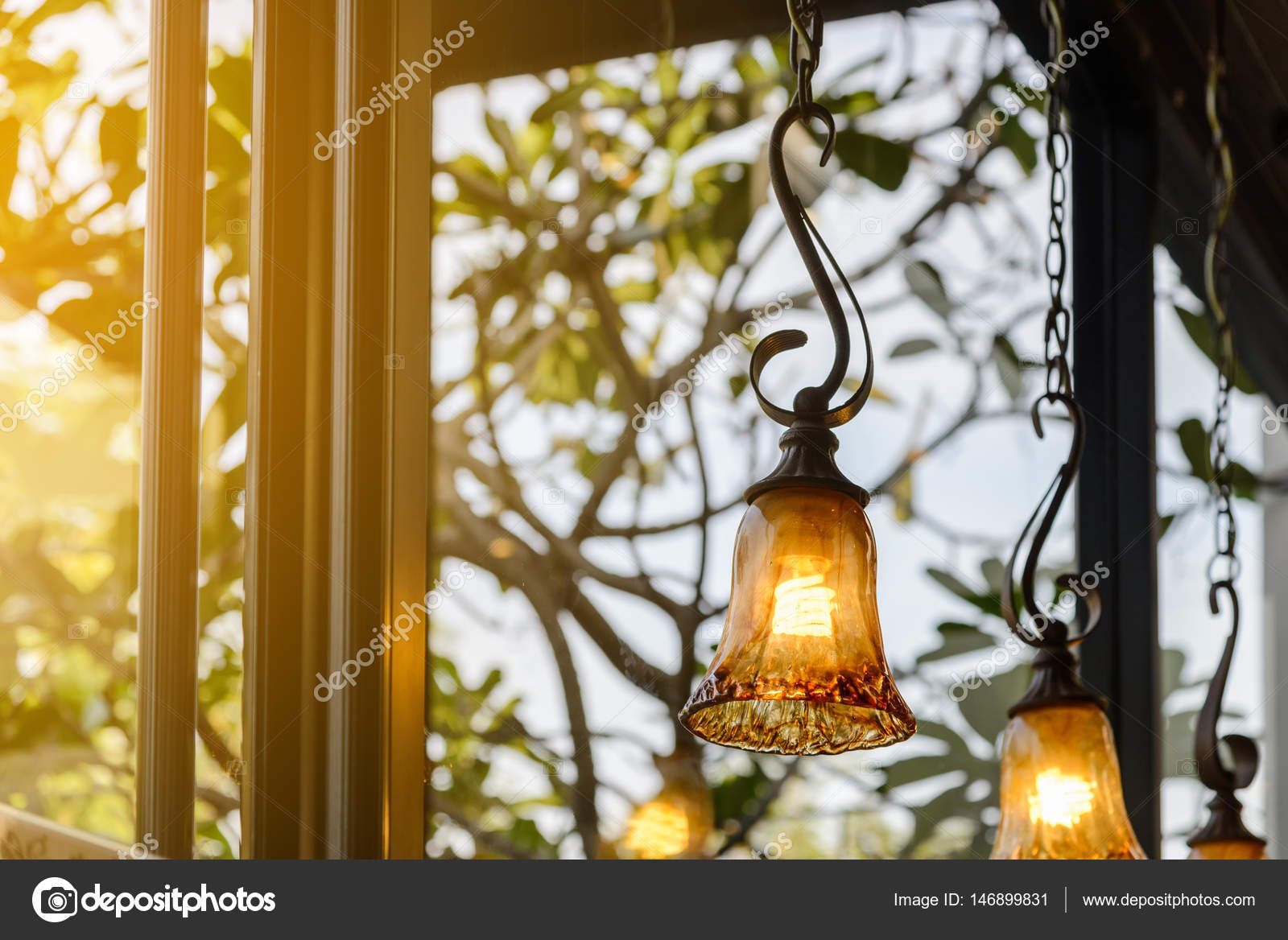 Vintage verlichting lampen versieren in café, klassieke lamp glas ...