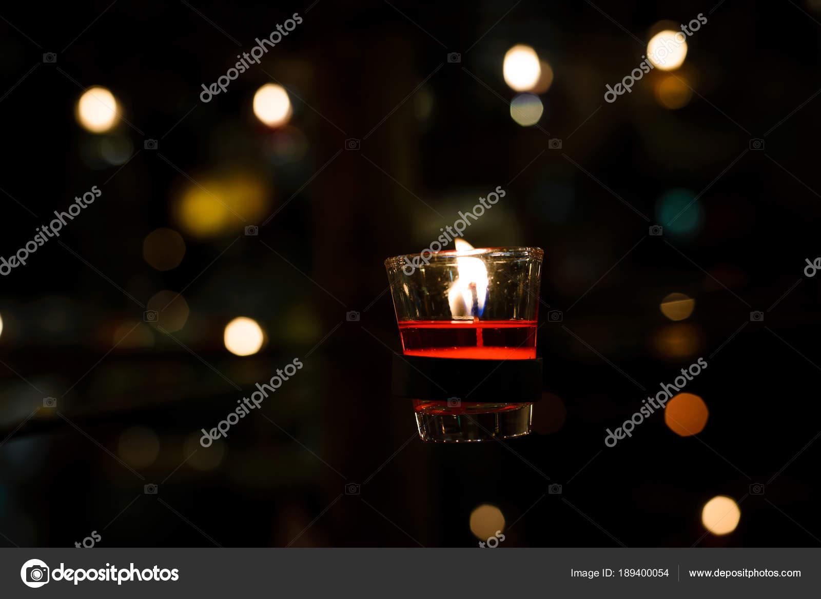 Kronleuchter Klein Glas ~ Kirche glas kerze rot auf kronleuchter u stockfoto bigy