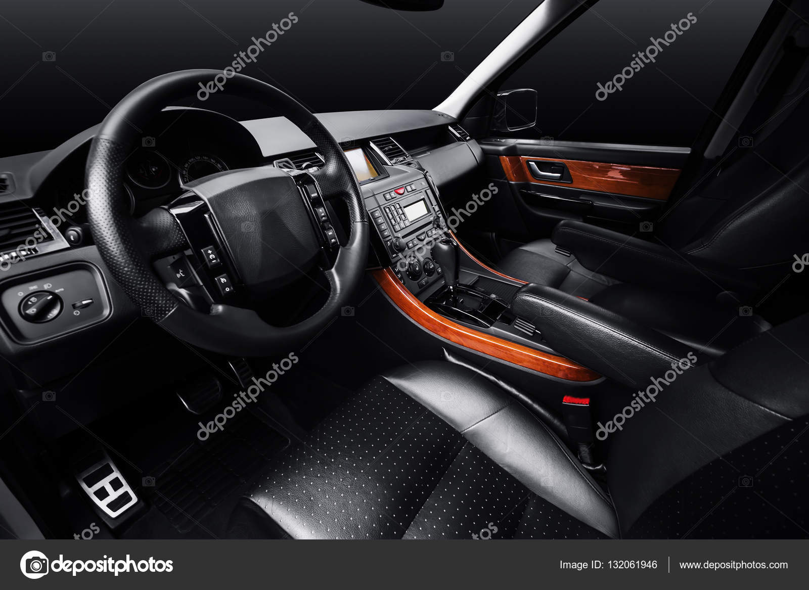 https://st3.depositphotos.com/4028173/13206/i/1600/depositphotos_132061946-stock-photo-luxury-car-leather-interior-black.jpg
