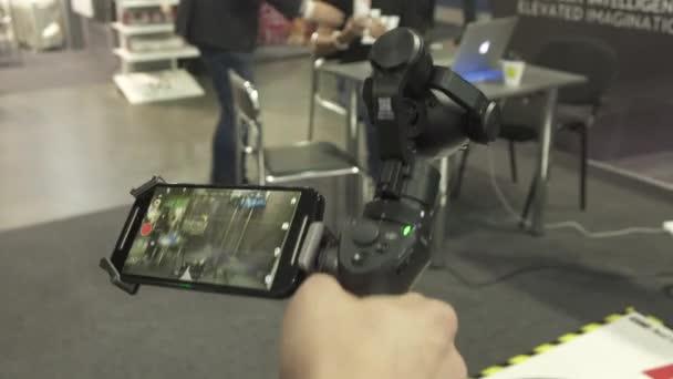 záběry zařízení na výstavě elektroniky. Kyjev 05-09-16, 4K