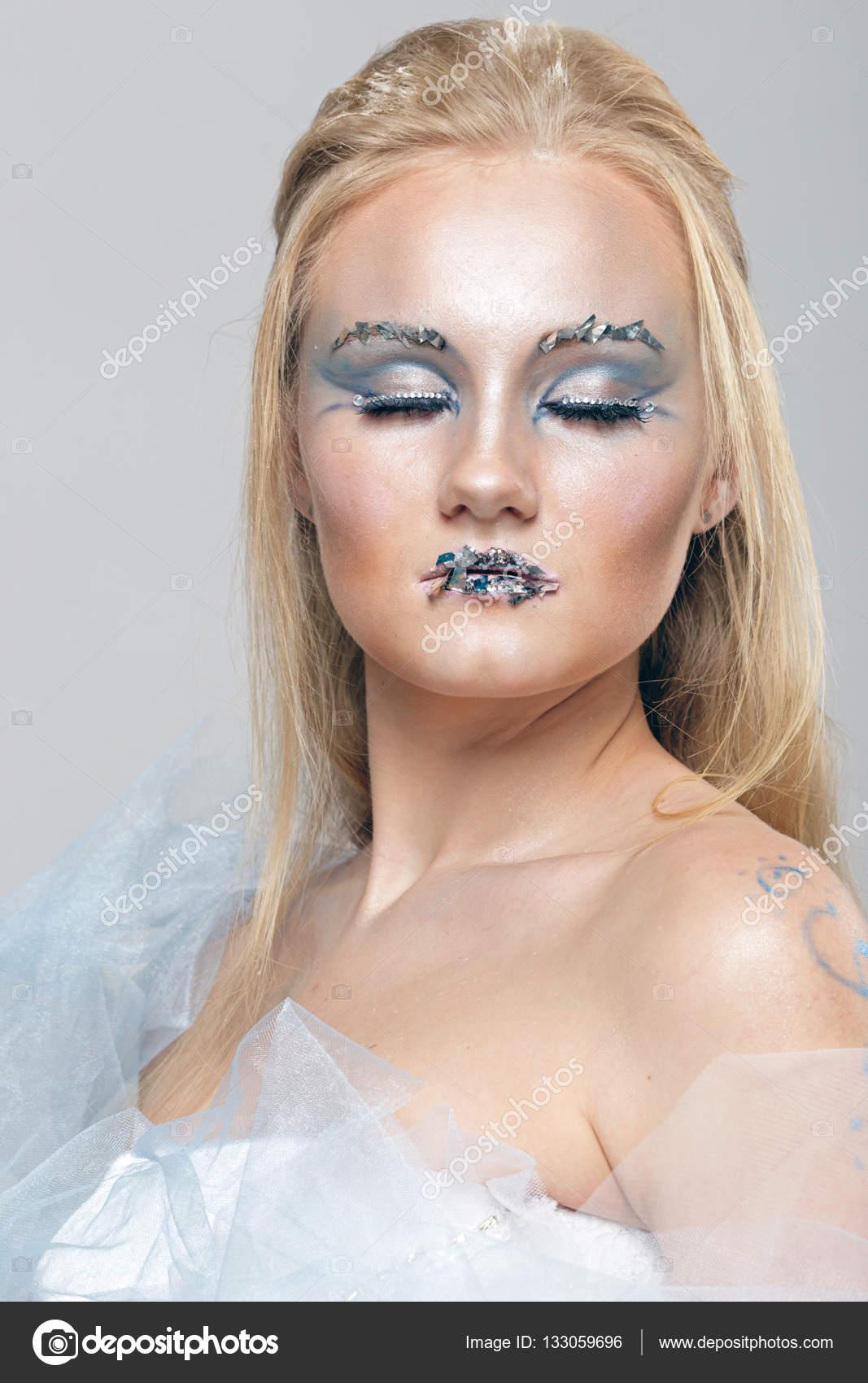 Maquiagem para loiras vestido azul