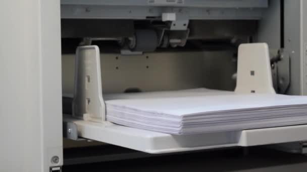 Risograph. Schnelles Drucken mehrerer Kopien. Druckereigeräte
