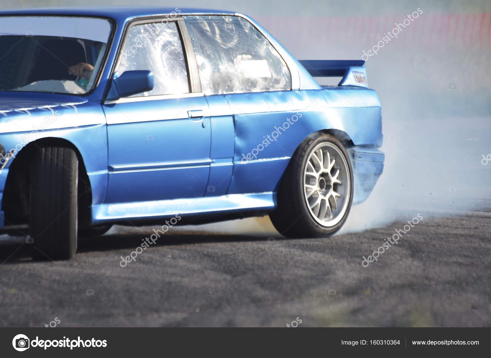 Voiture Qui Flotte A La Course De Drift Photographie Mur162