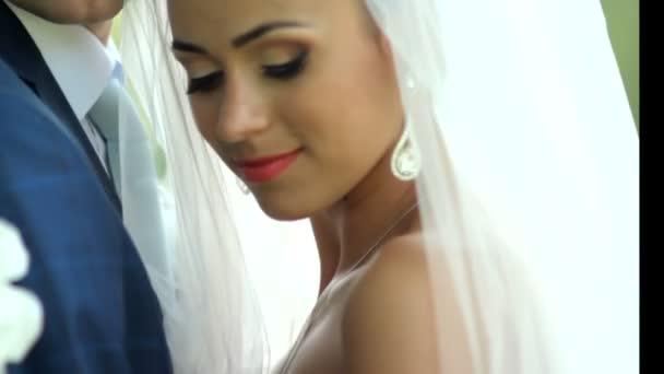 Portrét šťastná novomanželka v lásce. svatební den