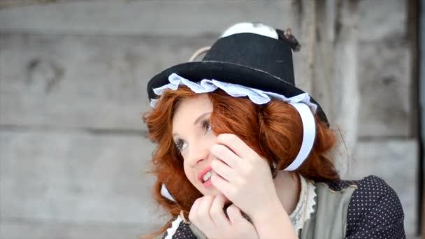 Vörös hajú lány egy mágikus patkány. Tündérmese karakterek