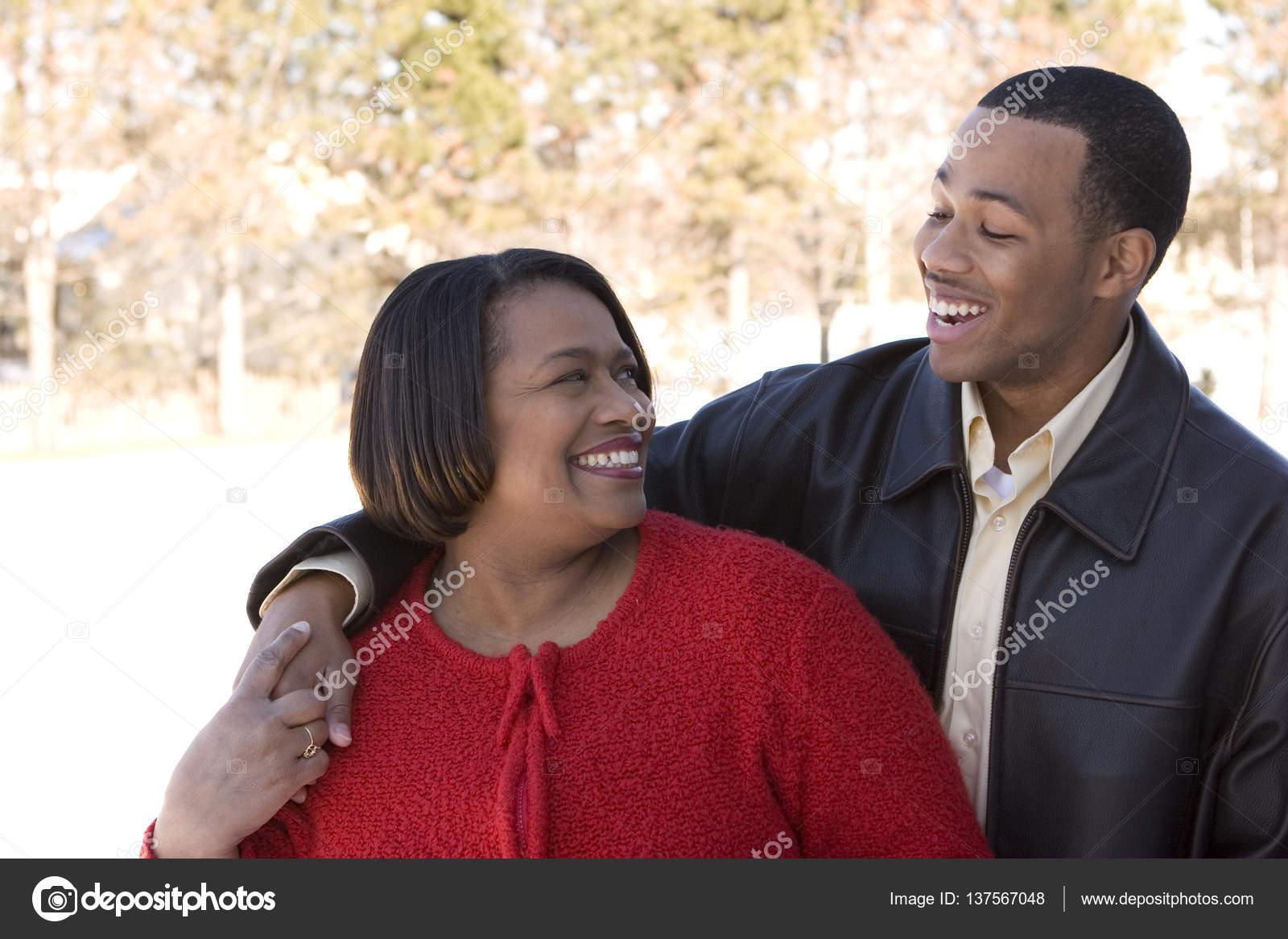 Сын трахает мать негритянку, Мама и негр: порно видео онлайн, смотреть секс ролик 20 фотография