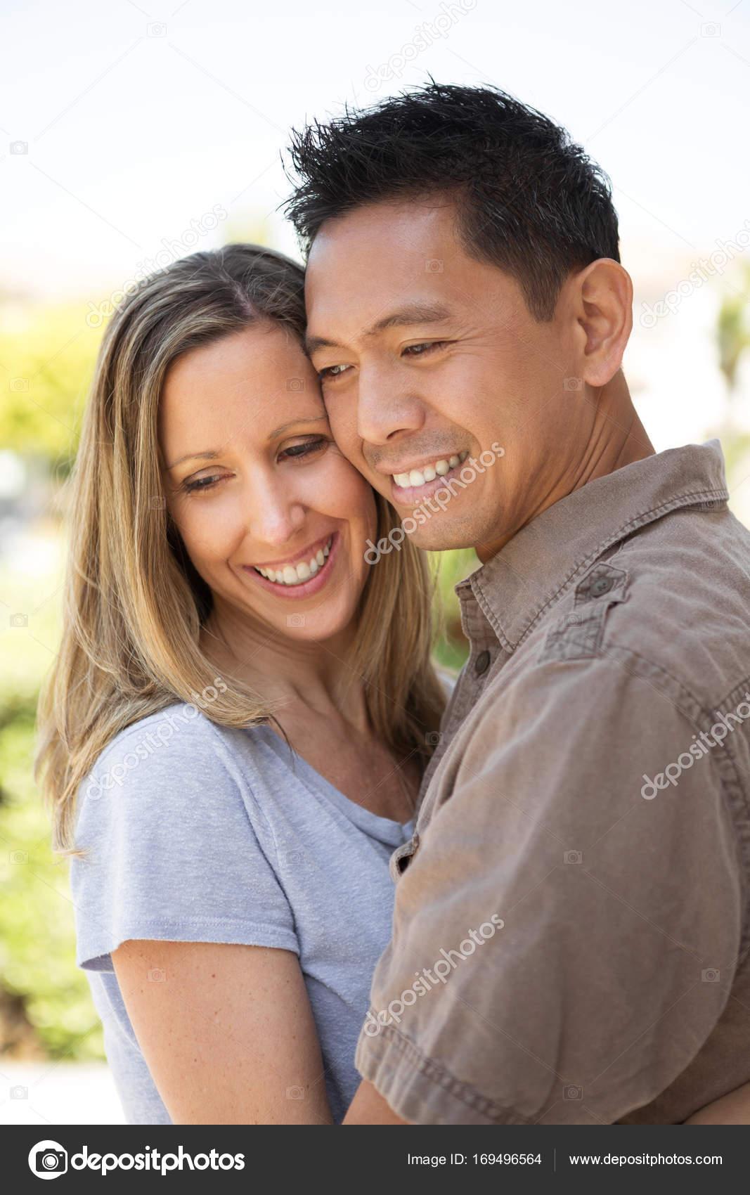 Mixed-Race-Jungs datieren Erste internationale Dating-Agentur