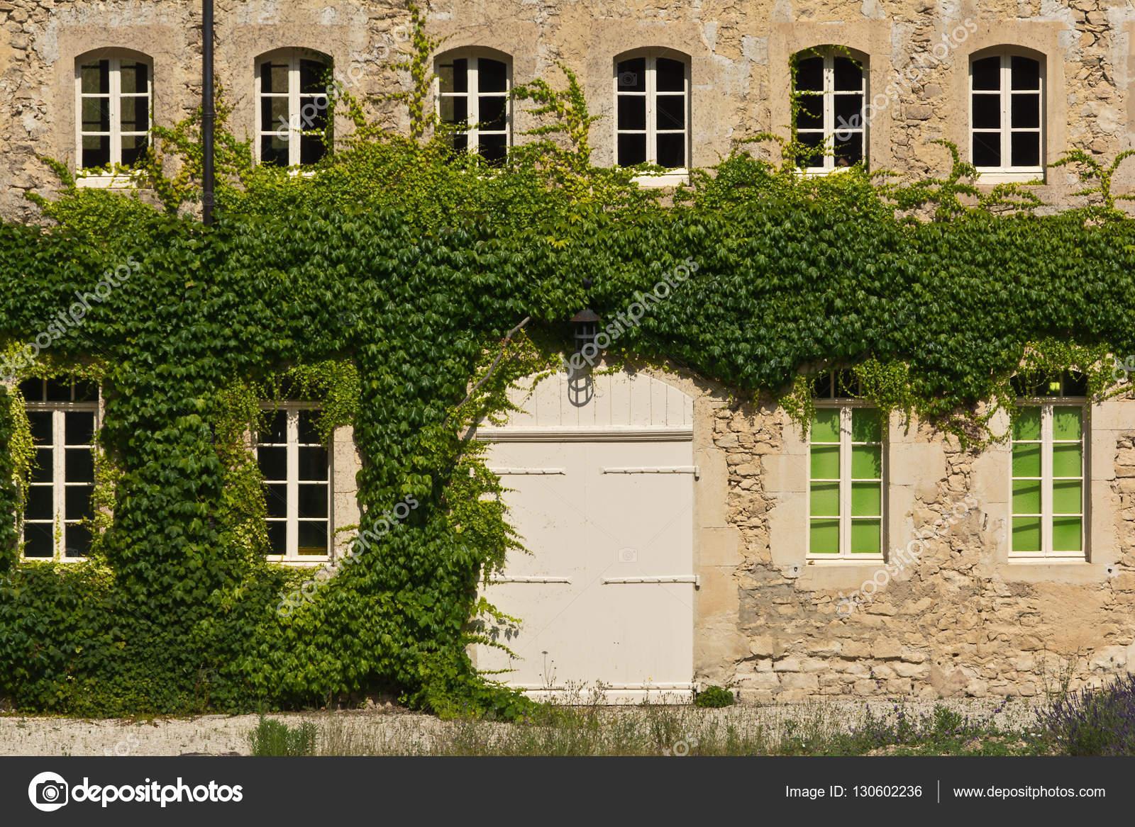 Gevel van het provençaalse huis frankrijk u stockfoto dario