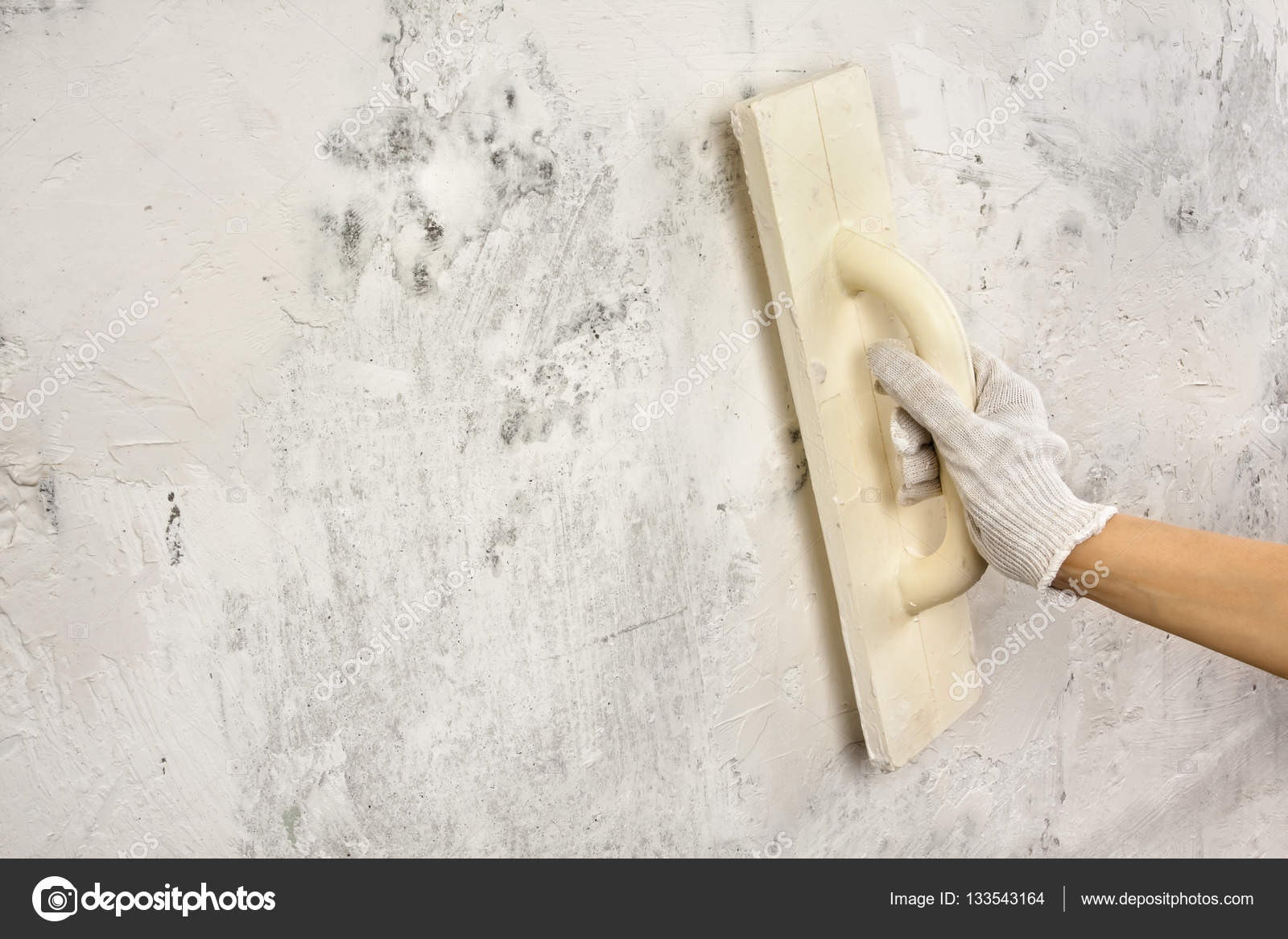 Betonwand Verputzen verputzen und wand mit kelle glätten stockfoto rodimovpavel