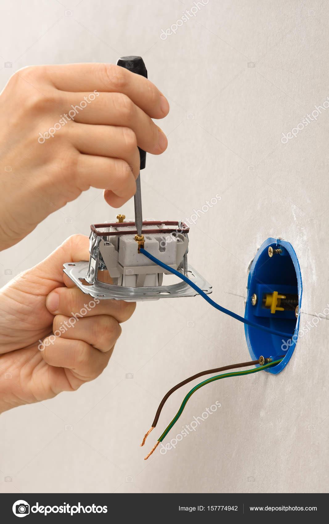 Installation Lichtschalter mit Schraubendreher — Stockfoto ...