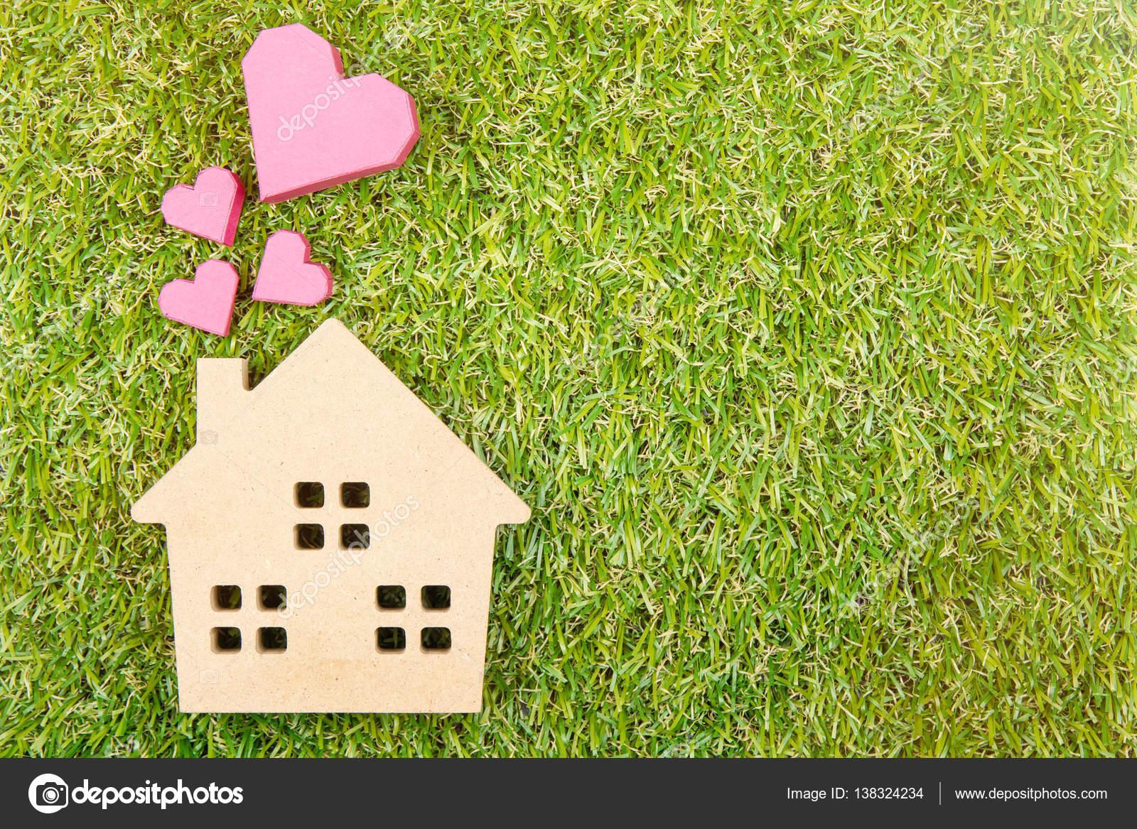 Holzhaus Spielzeug Und Papier Box Rot Herzform Am Boden Grun G