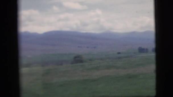 krajina s pole a hory