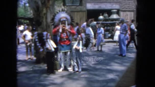 Amerikai indián férfi játszó gyerekek