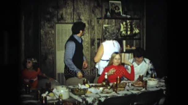Rodinné setkání u stolu