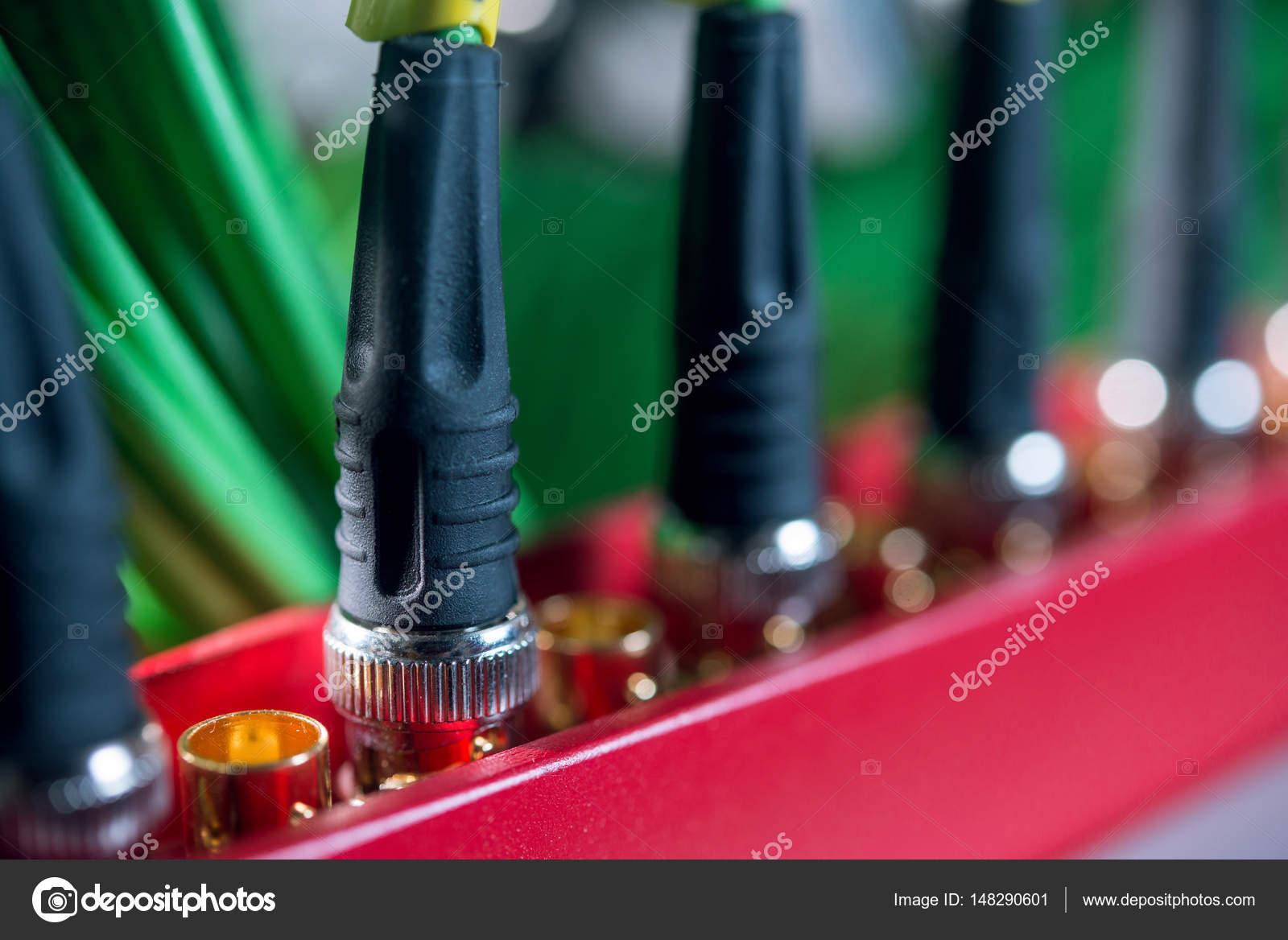 Cables de fibra óptica conexión al interruptor en el servidor ...