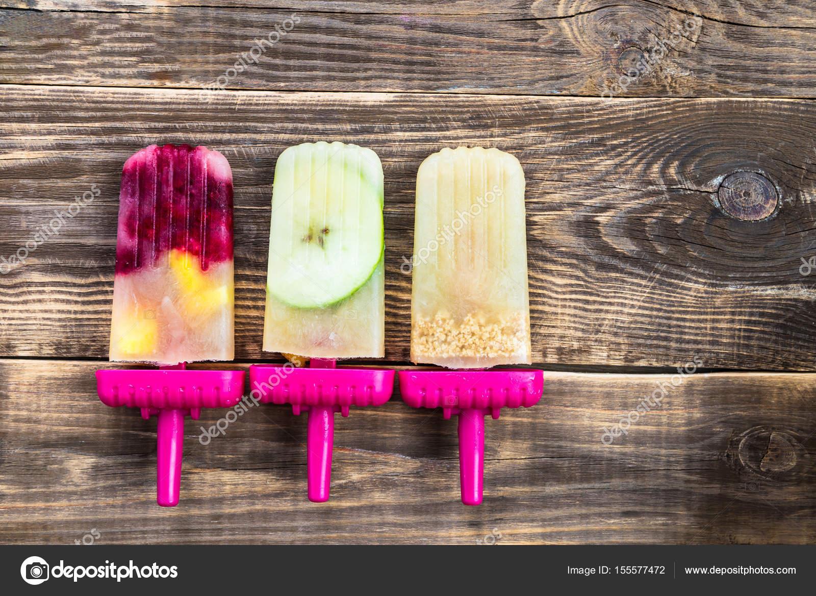 Popsicle maison vegan de jus de pomme congel et baies photographie manuta 155577472 - Jus de pomme maison ...