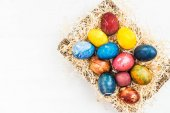 Photo Bright Easter Eggs dyed using natural ingredients