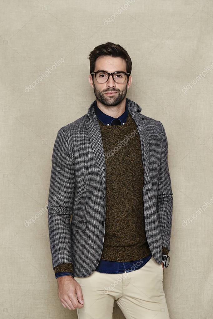 design senza tempo 624fb 06957 Uomo in giacca e maglione — Foto Stock © sanneberg #129647186