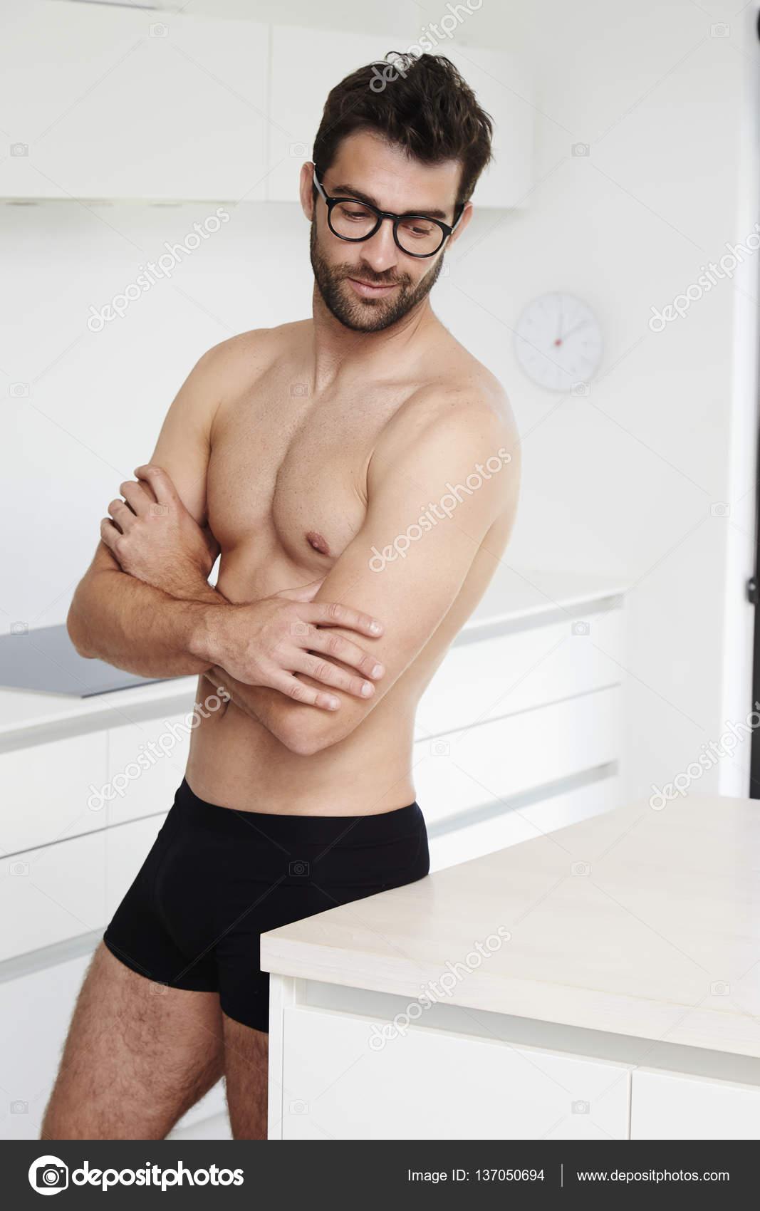 2e2fb66ba35b Imágenes: hombres guapos con barba sin ropa | Hombre con barba en ...