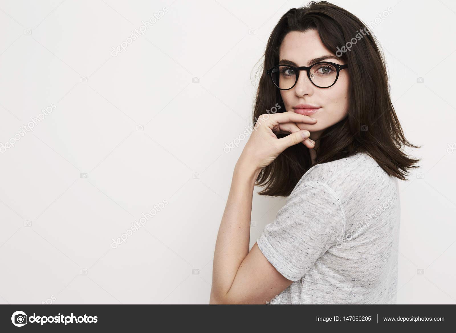 5de1d77fb9002a mooie vrouw met een bril — Stockfoto © sanneberg  147060205