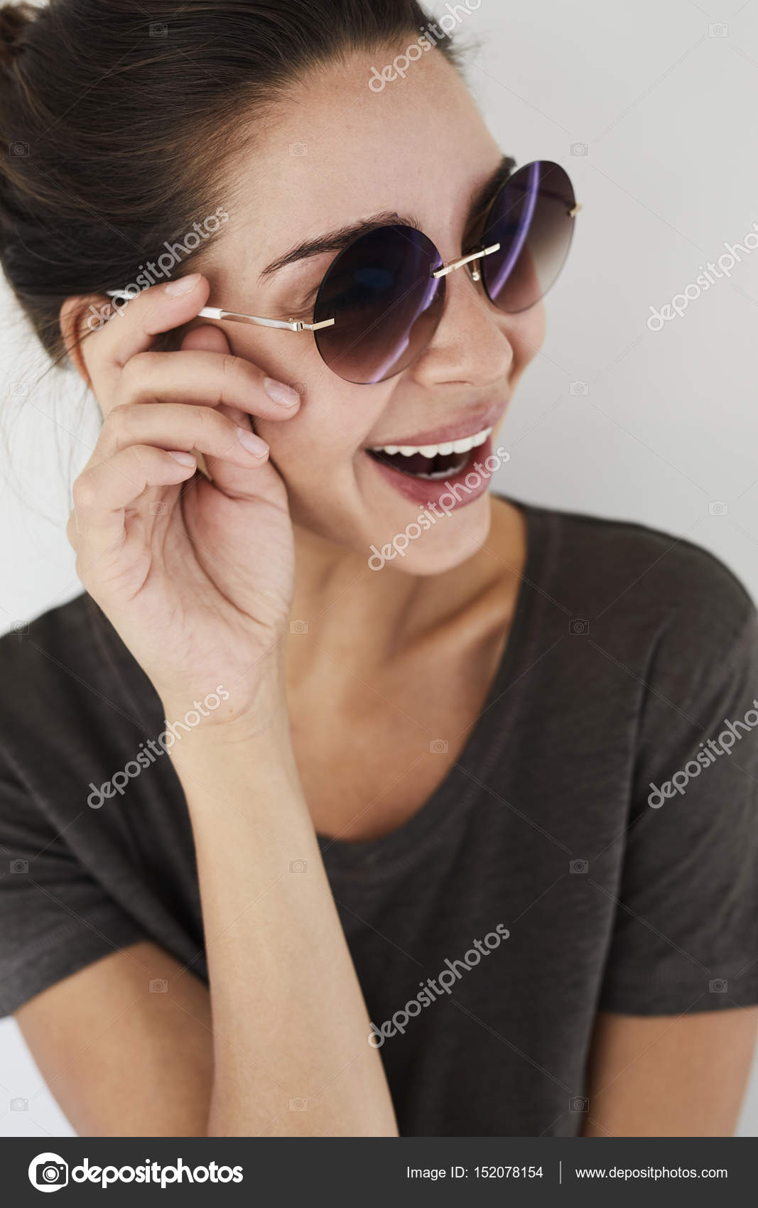 83373c1e6a μελαχρινή γυναίκα γέλιο — Φωτογραφία Αρχείου © sanneberg  152078154