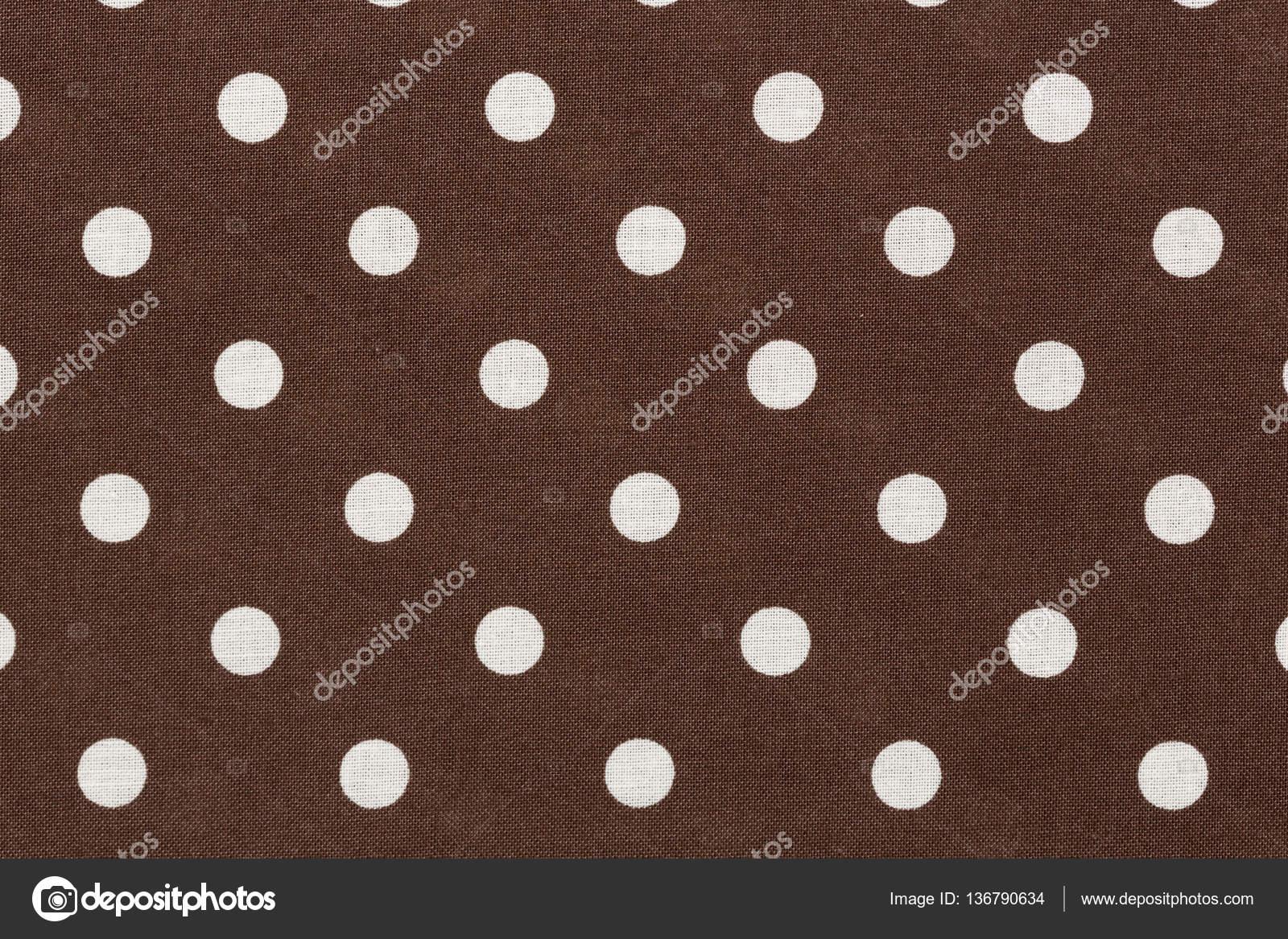 wei e tupfen auf brauner stoff hintergrund stockfoto yamabikay 136790634. Black Bedroom Furniture Sets. Home Design Ideas