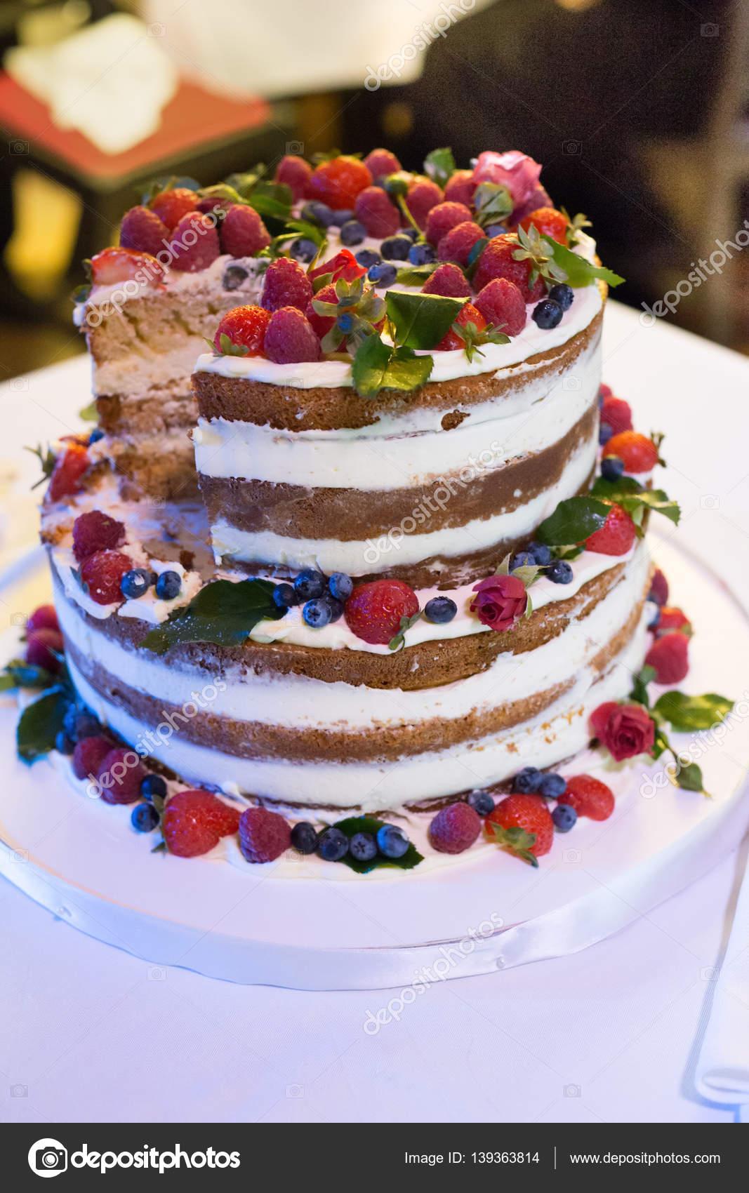 Luxus Rustikale Hochzeitstorte Mit Frischen Fruchten Und Naturlichen