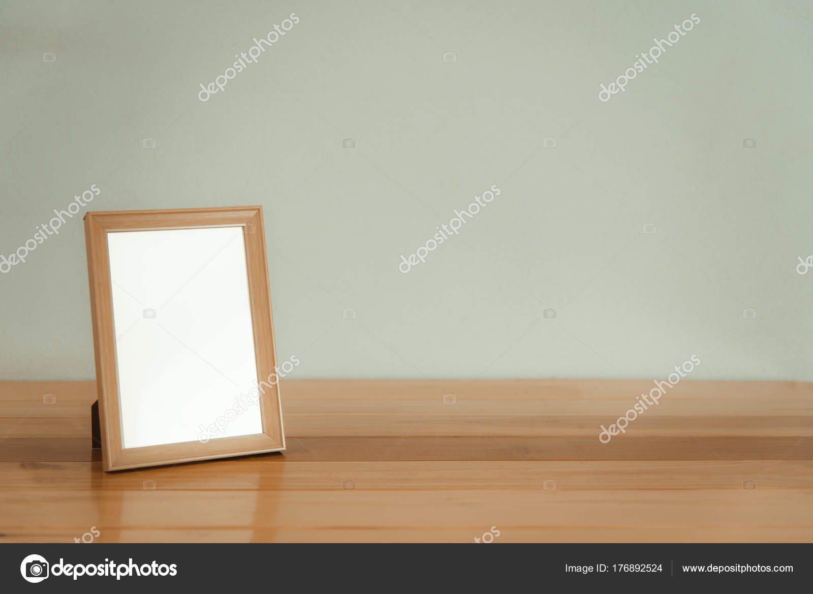 Leeren Sie Holz Bilderrahmen auf Holztisch mit Textfreiraum, Bild ...