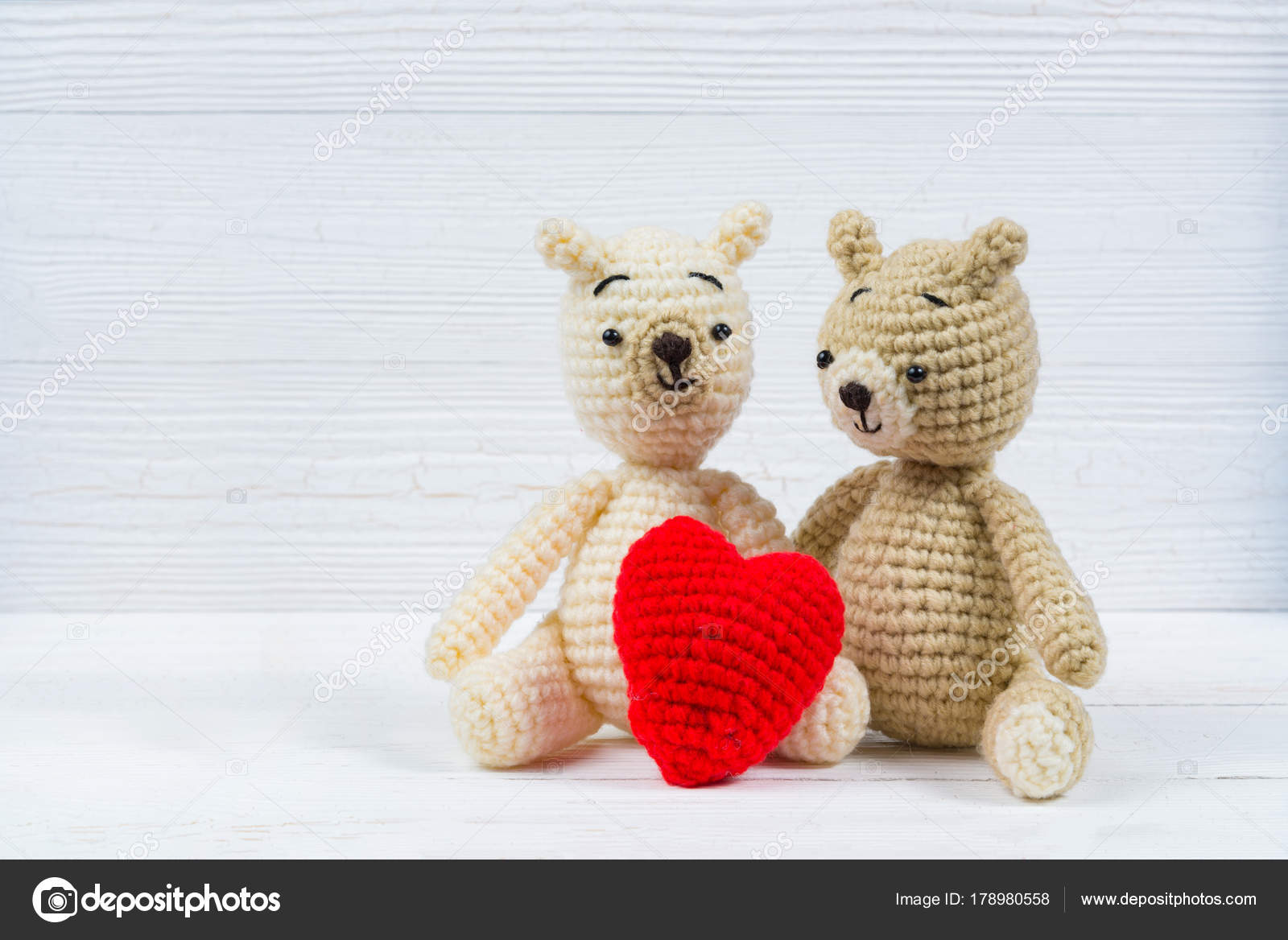 Crochet Valentine Teddy Bears - Free Patterns - DIY 4 EVER | 1168x1600
