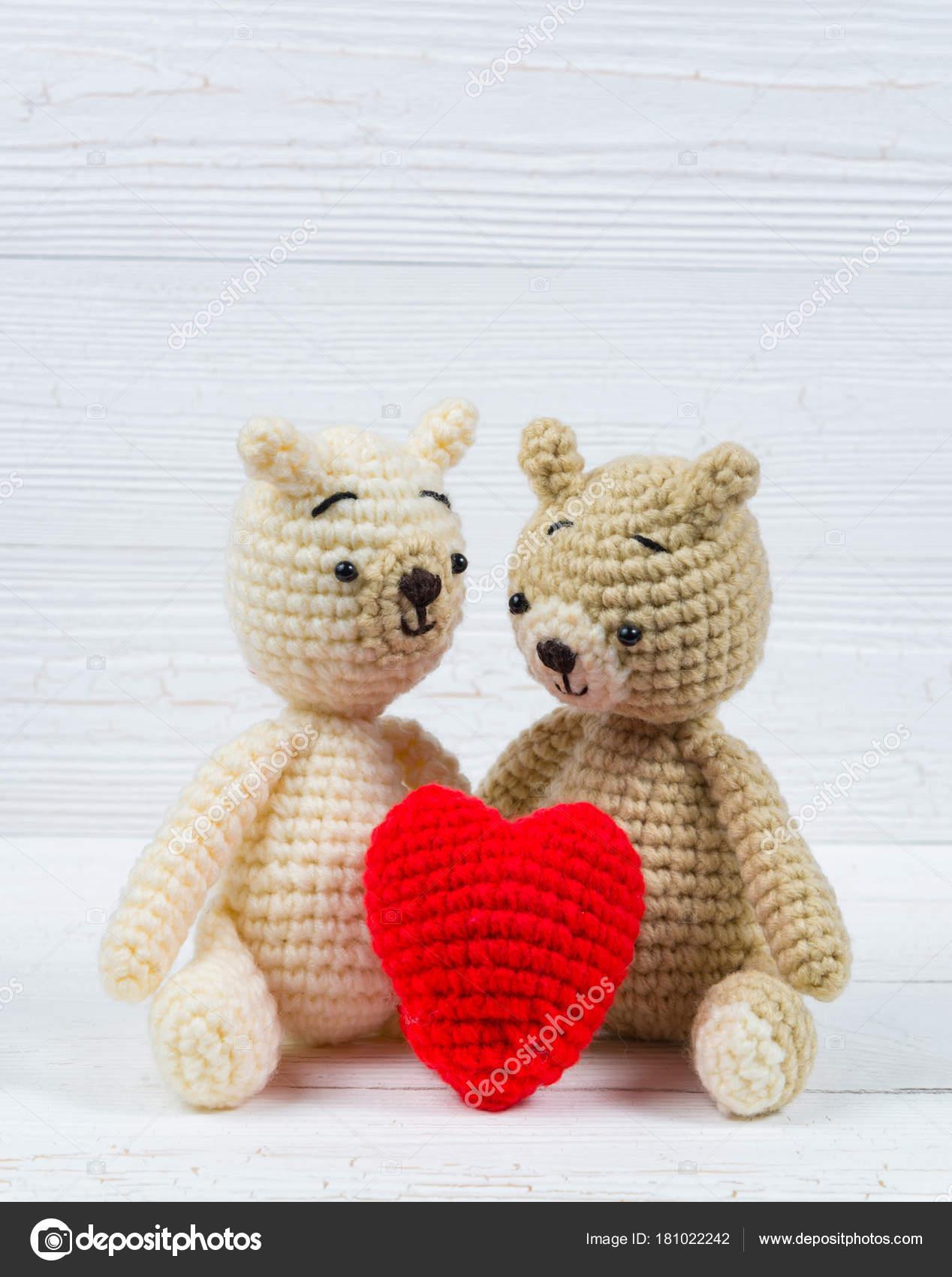 Paar Teddy Bär Mit Roten Herz Häkeln Stricken Handarbeit Auf Wh