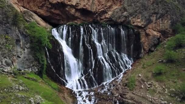 letecký pohled na vodopády Národního parku Aladaglar, vodopád Národního parku Aladaglar v Turecku, vodopád Kapuzbasi Kayseri Turecko
