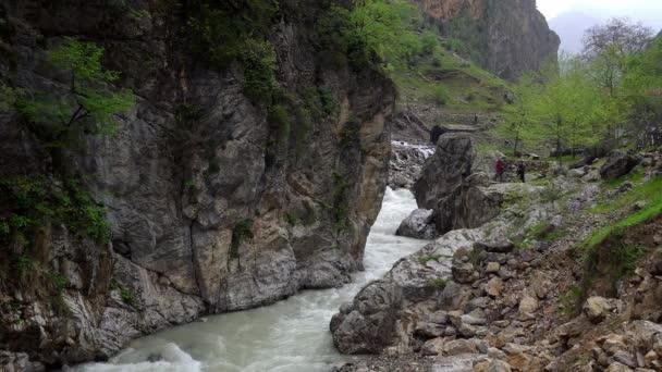 Aladaglar Národní park vodopády, vodopád v národním parku Aladaglar v Turecku, Kapuzbasi vodopád Kayseri Turecko
