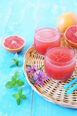 Grapefruit pulp juice and grapefruit halves