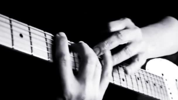 Gitáros Music Studio gitározni. Tapping technikát