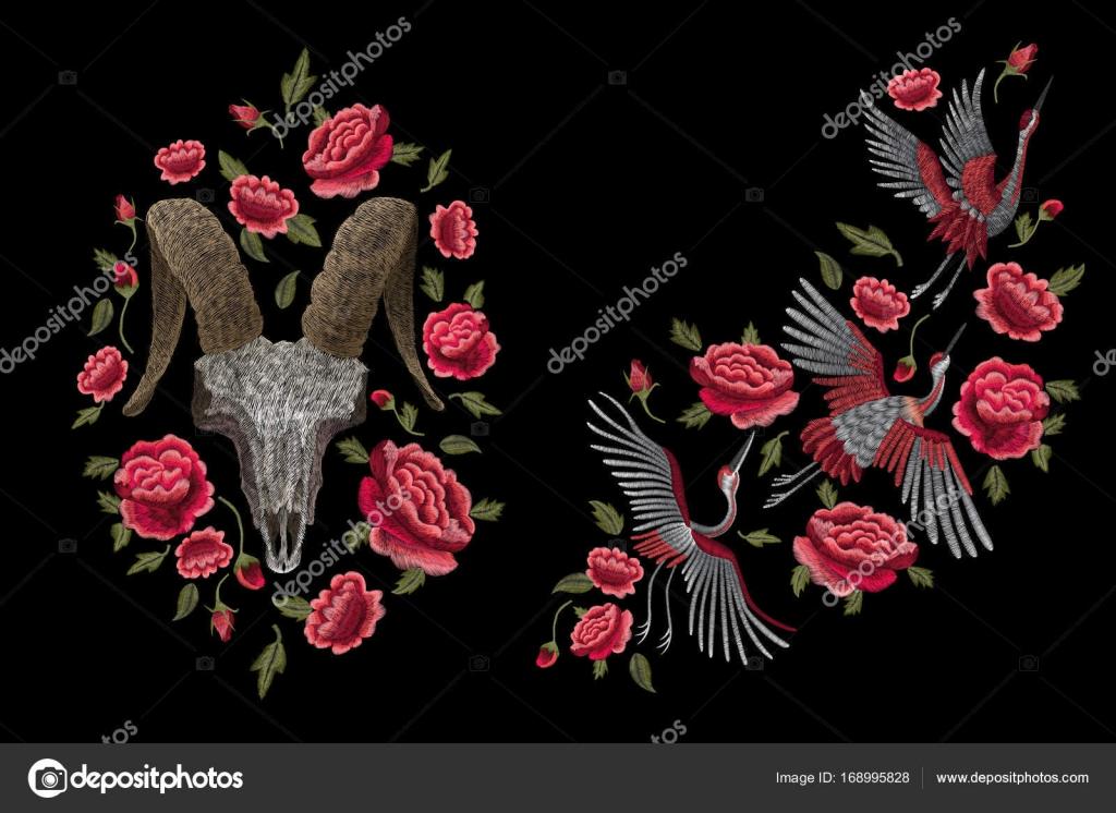 3aa60fe42 do dragão retrato, de uma vaca crânio e rosas vermelhas. Ponto de bordado  floral elegante em ...