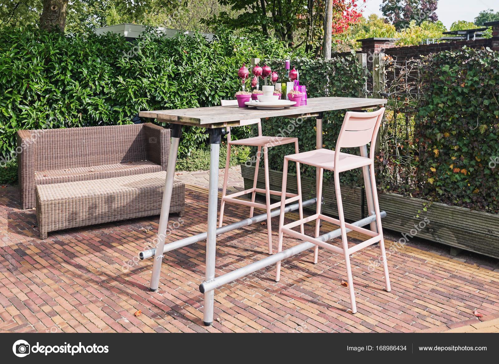 Decoratie idee voor uw tabel in de tuin u2014 stockfoto © julia700702