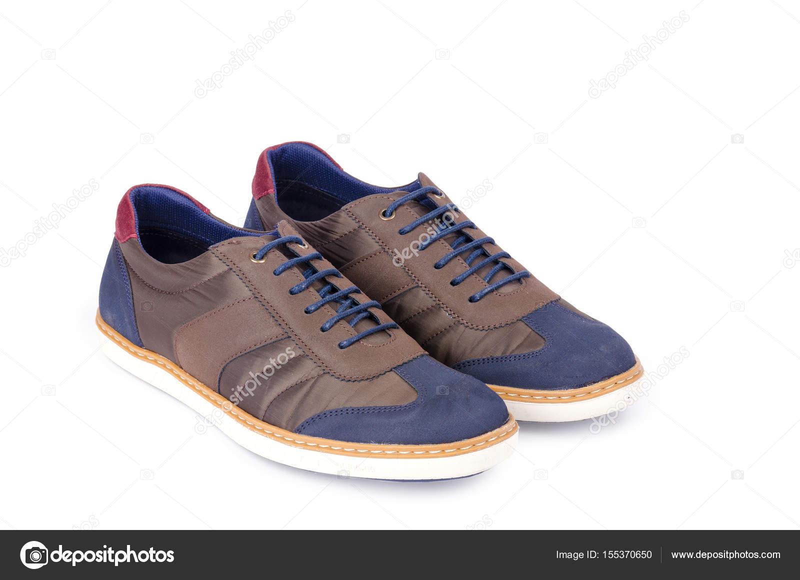 Braune Mann Sneakers isoliert auf weiss — Stockfoto © Nasimi  155370650 9fa9aa2312
