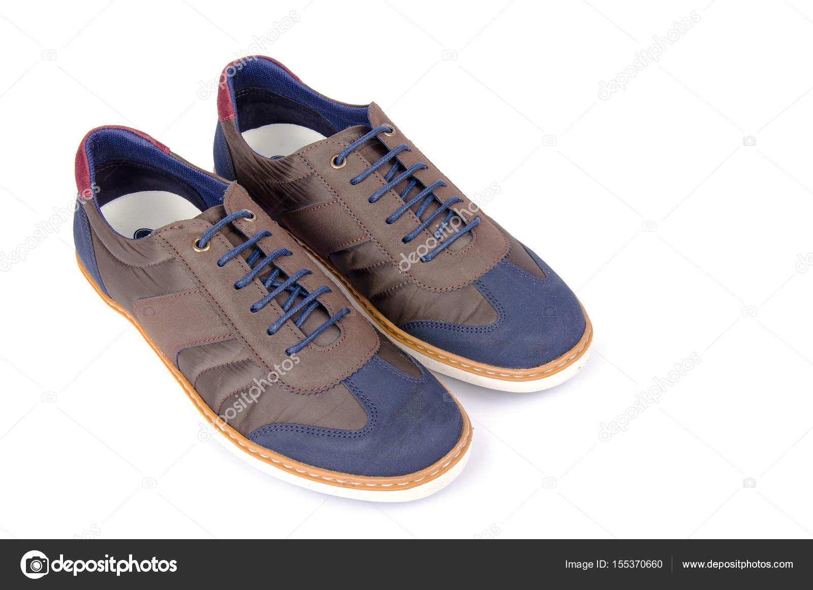 Braune Mann Sneakers isoliert auf weiss — Stockfoto © Nasimi  155370660 82f2889b57