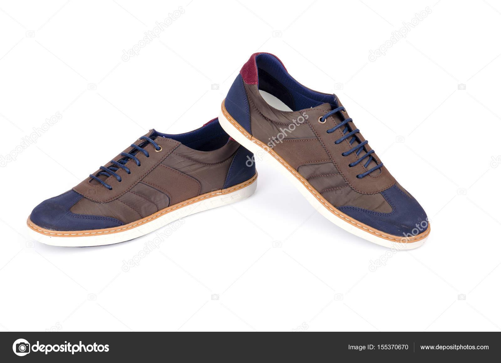 Braune Mann Sneakers isoliert auf weiss — Stockfoto © Nasimi  155370670 106f2c55c3