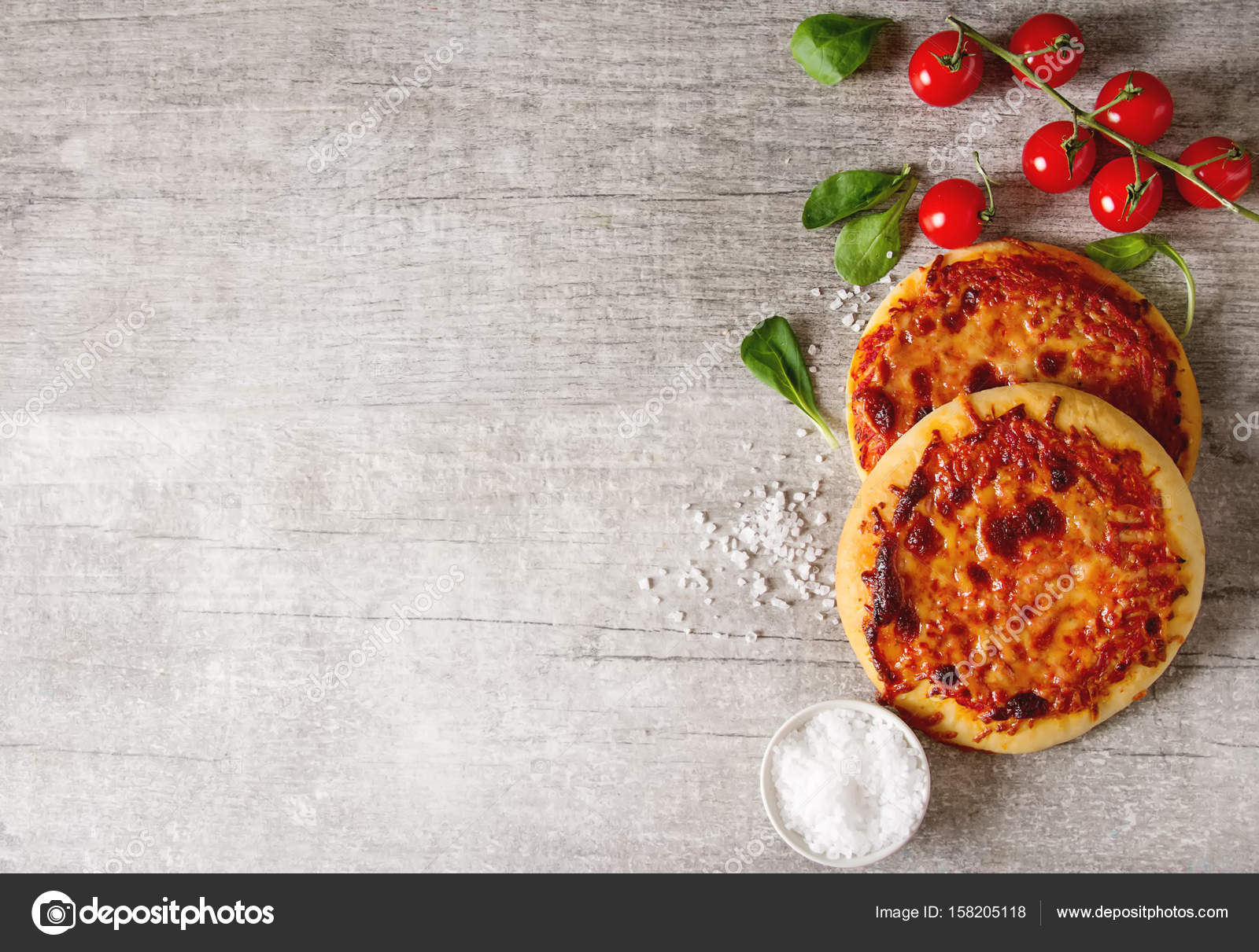 Pizza Margarita Mini. Comida Italiana. Fondo Simple