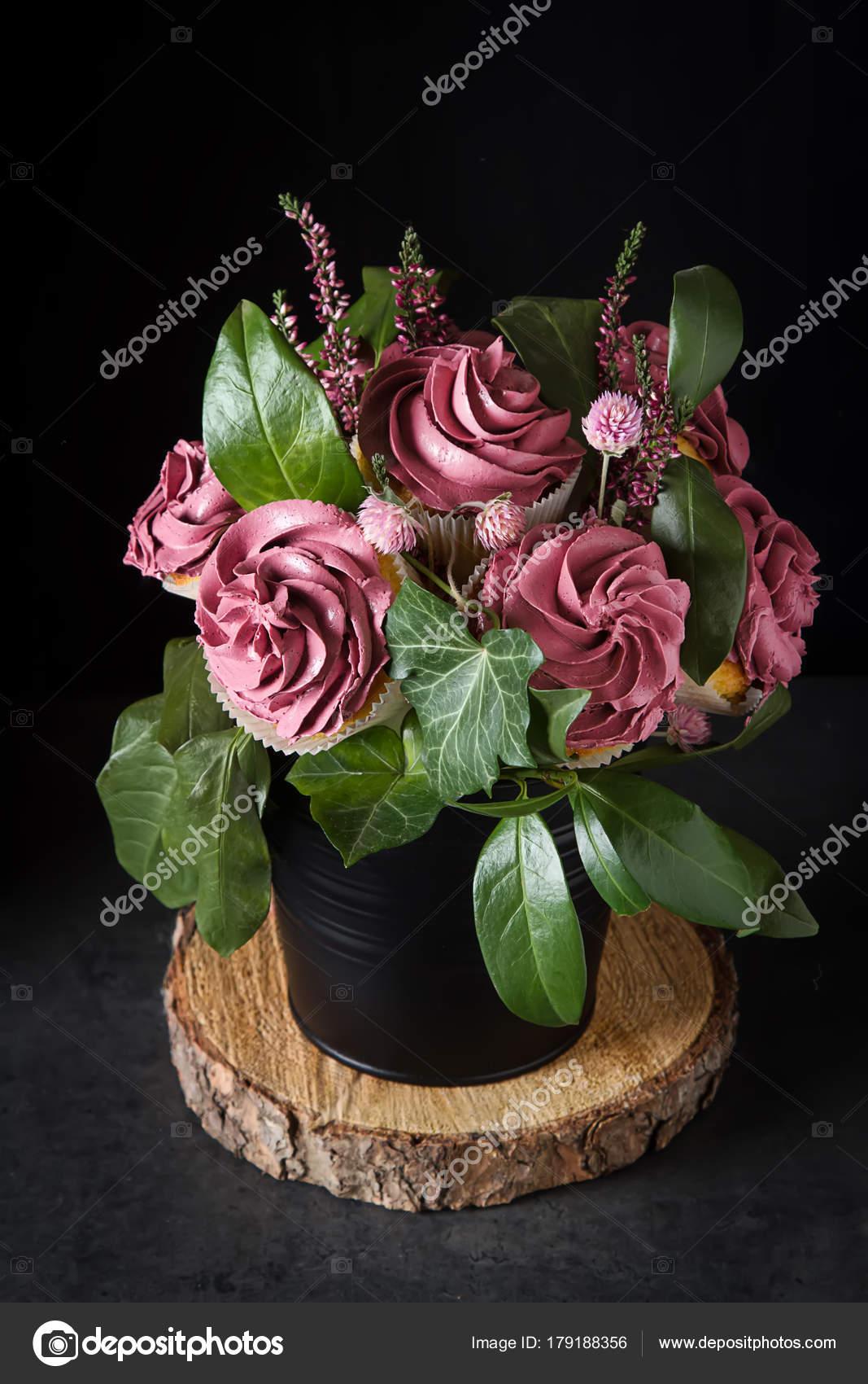 Bouquet Cupcake Green Leaves Black Flowerpot Dark Background Gift ...