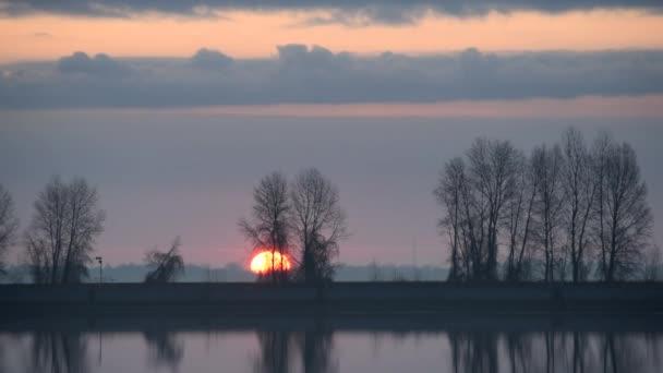 Timelapse nádherný východ slunce nad jezero nebo řeka