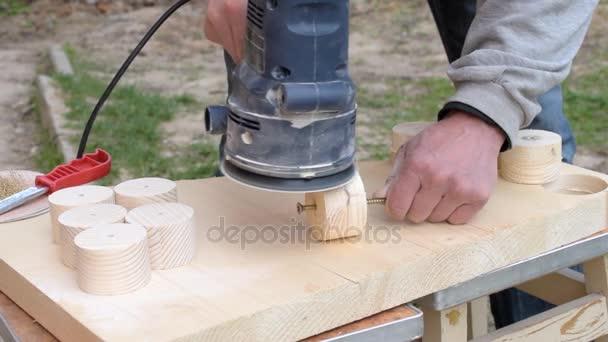 Broušení, použití Excentrická bruska dual akce
