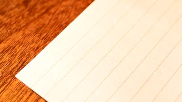scrittura fare la lista con lindicatore rosso della mano