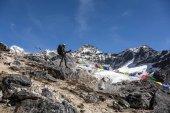 Horolezec v teplé oblečení