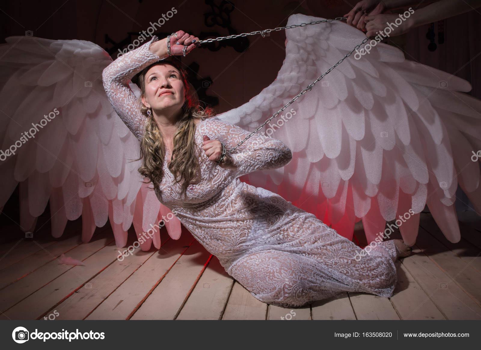 con alas un con vestido blanco Mujer blancas fea qHY4X