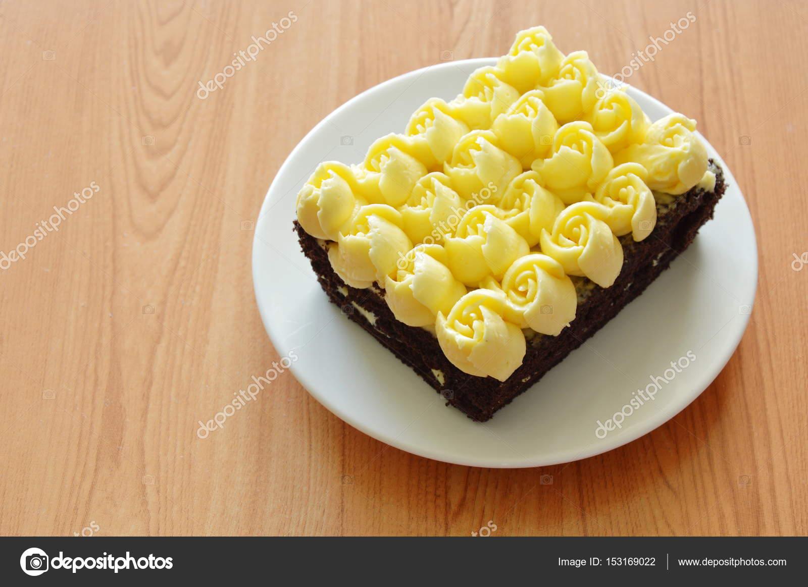 Sahne Verzieren Rosenblute Topping Schokolade Kuchen Auf Teller