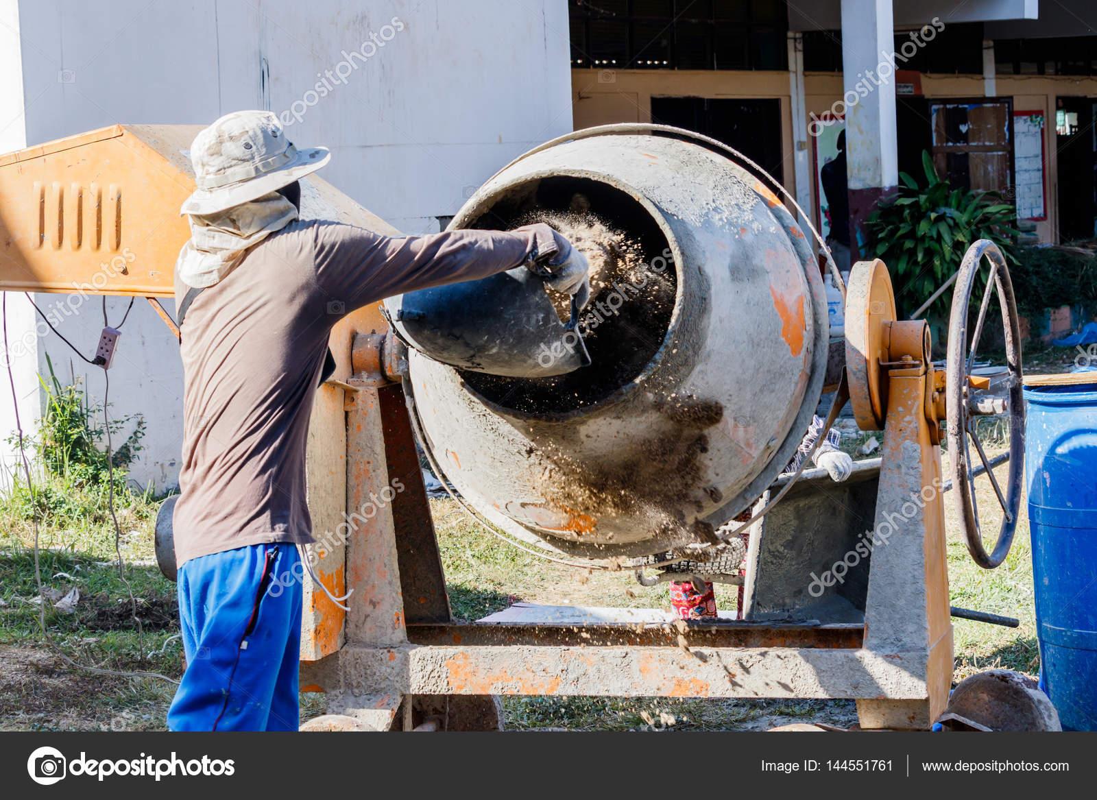 Construction worker mixing cement stock photo sanpom for Mezcla de hormigon