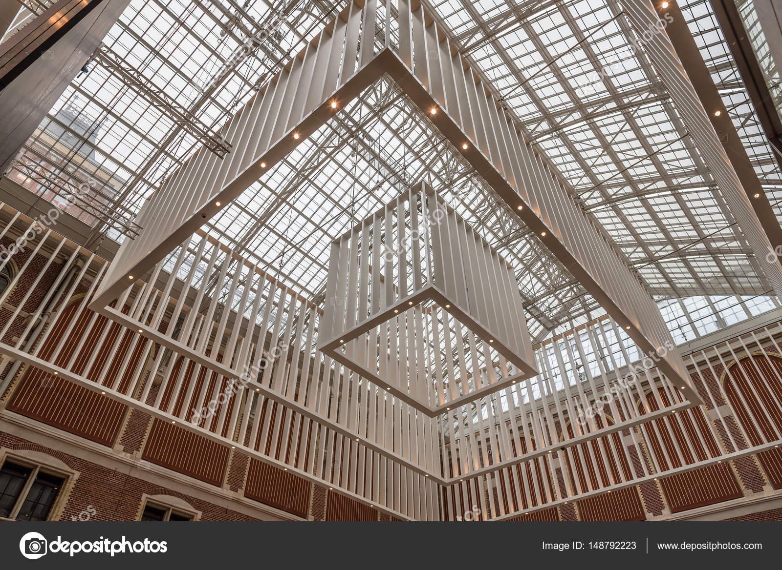 https://st3.depositphotos.com/4118055/14879/i/1600/depositphotos_148792223-stockafbeelding-interieur-van-het-rijksmuseum-in.jpg